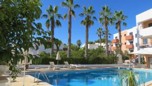 The swimming pool at or near Hotel Alcaide