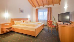 Ein Bett oder Betten in einem Zimmer der Unterkunft Gasthaus Hotel Adler