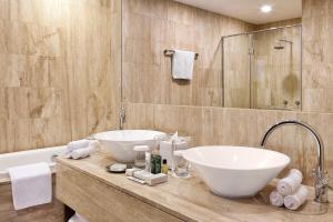 Ein Badezimmer in der Unterkunft Hilton Dubai The Walk