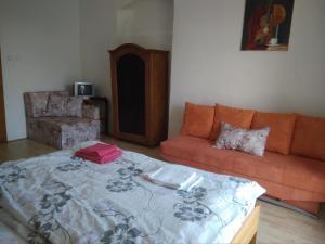 Postel nebo postele na pokoji v ubytování Dvůr v Borovné
