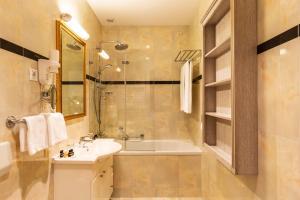 A bathroom at Hotel Kvarner Palace
