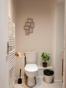 A bathroom at Bel Appart Tout Equipé