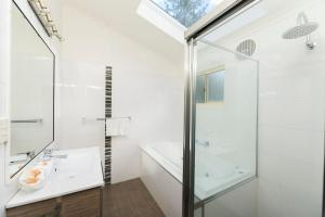 A bathroom at Reflections Holiday Parks Forster Beach