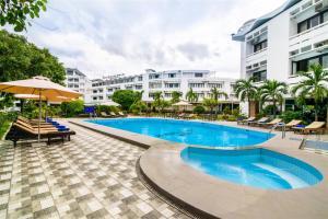 Der Swimmingpool an oder in der Nähe von Huong Giang Hotel Resort & Spa