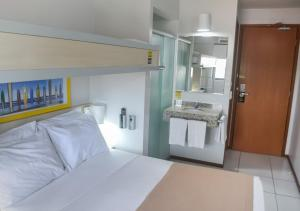 A bed or beds in a room at Expresso R1