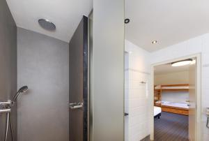 Een badkamer bij Vakantiedomein Hoge Duin