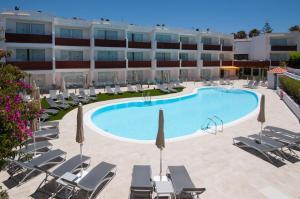 Het zwembad bij of vlak bij Apartamentos Dunasol