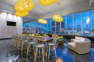 A restaurant or other place to eat at Gran Hotel Costa Rica, Curio Collection By Hilton