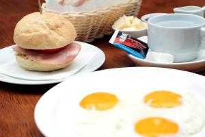Breakfast options available to guests at Sri Lanka Hotel ETHNOMIR
