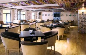 A restaurant or other place to eat at Sri Lanka Hotel ETHNOMIR