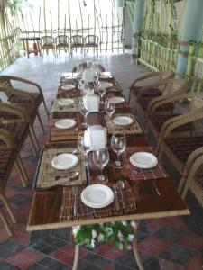 A restaurant or other place to eat at Beshazor