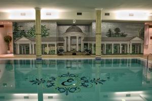 Bazén v ubytování Esplanade Spa and Golf Resort nebo v jeho okolí