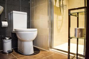A bathroom at Dalziel Park Hotel