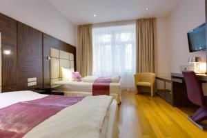 A bed or beds in a room at Best Western Plus Hotel Arcadia