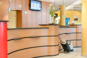 The lobby or reception area at ibis Berlin City West