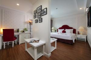 A bed or beds in a room at L' Heritage Hotel Hanoi