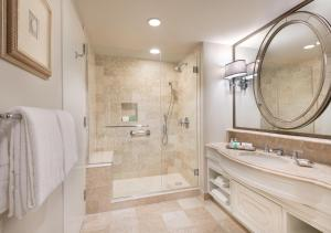 A bathroom at Windsor Court Hotel