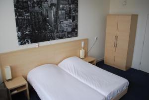 Een bed of bedden in een kamer bij Hotel Restaurant Boven Groningen