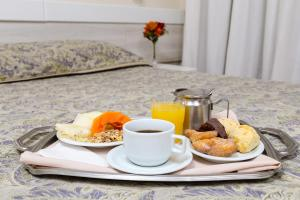 Breakfast options available to guests at Hotel Suárez Executive Novo Hamburgo