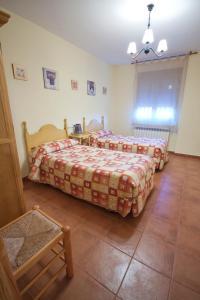 Cama o camas de una habitación en Casas Rurales Montemayor