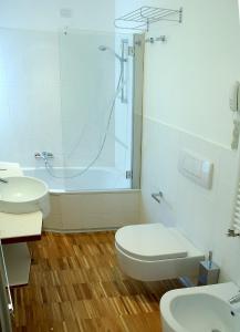 A bathroom at Black Hotel