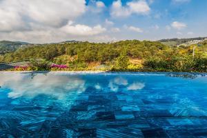 Hồ bơi trong/gần Zen Valley Dalat