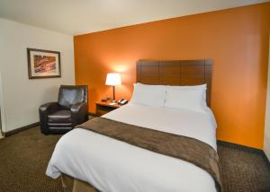 A bed or beds in a room at My Place Hotel-Amarillo West/Medical Center, TX