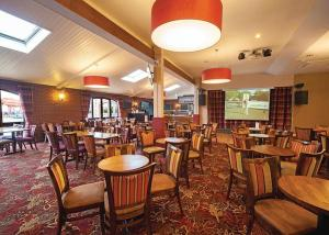 A restaurant or other place to eat at Searles Leisure Resort