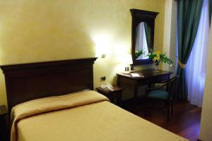 A bed or beds in a room at Hotel Teocrito