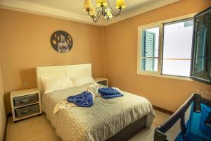 A bed or beds in a room at Casa Playa Honda Kaysurf beach