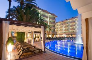 Het zwembad bij of vlak bij Hotel Florida Park