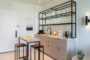 A kitchen or kitchenette at Hyde Suites Midtown