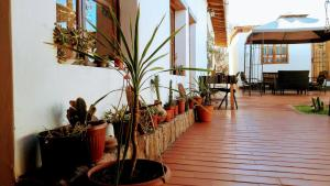 Um restaurante ou outro lugar para comer em La Casa del Pueblo Hostal