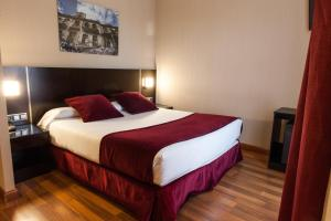 A bed or beds in a room at Clement Barajas
