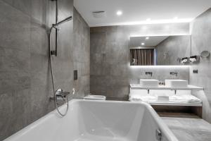 A bathroom at Dancing House - Tančící dům hotel