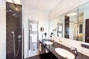 Ein Badezimmer in der Unterkunft Bäder Park Hotel Sieben Welten Therme & Spa Resort