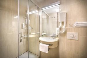 A bathroom at San Marino Sunny Resort by Valamar