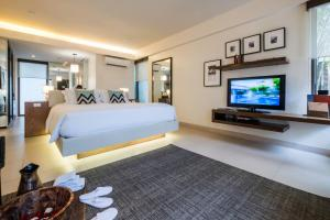 A bed or beds in a room at Discovery Shores Boracay