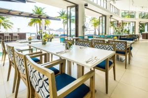 A restaurant or other place to eat at Discovery Shores Boracay