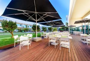A restaurant or other place to eat at Martinhal Lisbon Cascais Family Resort Hotel