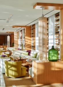 The lounge or bar area at Martinhal Lisbon Cascais Family Resort Hotel