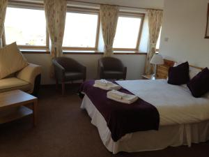 A bed or beds in a room at Smithton Hotel