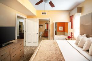 A seating area at Floridays Orlando Two & Three Bed Rooms Condo Resort
