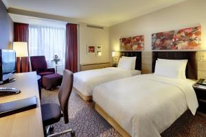 A bed or beds in a room at Hilton Mainz