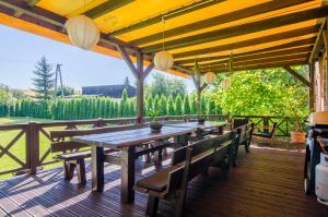 Restauracja lub miejsce do jedzenia w obiekcie Stara Szkola Trzcin 20