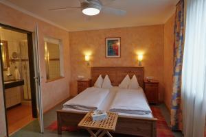 Ein Bett oder Betten in einem Zimmer der Unterkunft Hotel Restaurant Itzlinger Hof