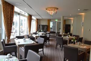 Ein Restaurant oder anderes Speiselokal in der Unterkunft Fletcher Hotel Restaurant De Witte Raaf