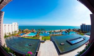 Tầm nhìn ra hồ bơi gần/tại Vietsovpetro Resort