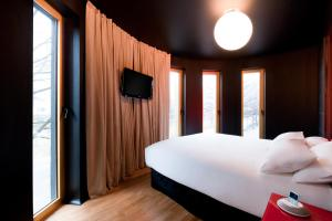 A bed or beds in a room at Axel Hotel Berlin-Adults Only