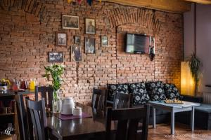 A restaurant or other place to eat at 3 Bros' Hostel Cieszyn